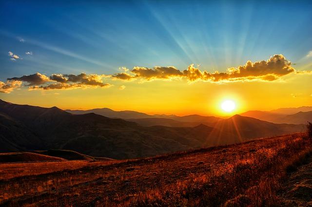Nube y puesta de sol