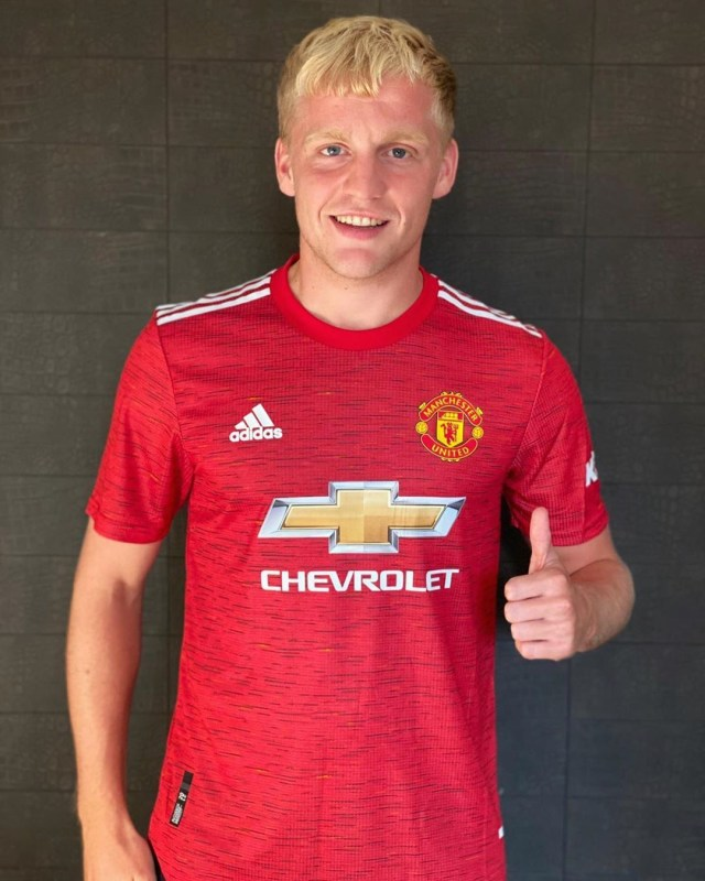 Donny van de Beek's transfer to Manchester United has been officially announced