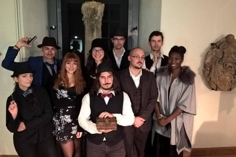 "Photo de groupe suite à la murder ""Le Château du Birkenstein"", animée en Octobre par l'association"