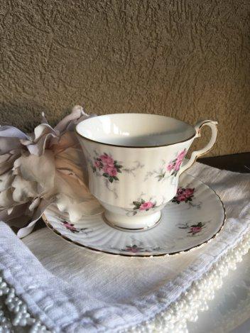 https://www.etsy.com/ca/listing/488808967/vintage-teacup-princess-house-windsor?