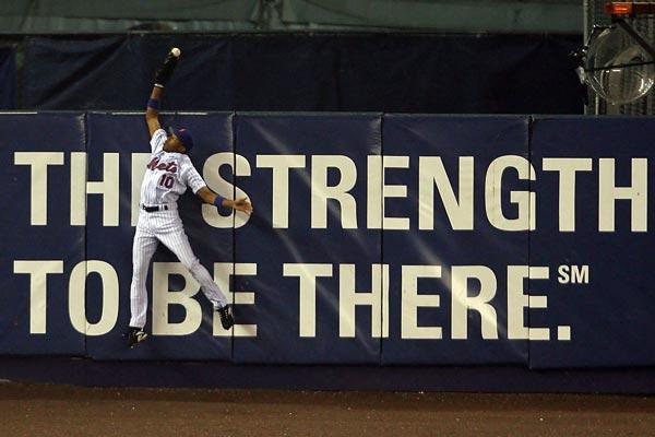 Endy Chavez makes amazing catch