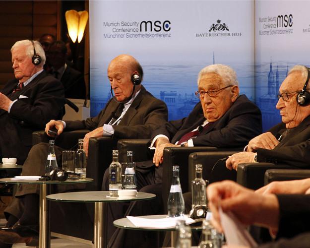MSC_2014_Schmidt_GiscardDEstaing_Kissinger_Bahr2_Zwez_MSC2014-625×500