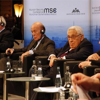 MSC_2014_Schmidt_GiscardDEstaing_Kissinger_Bahr2_Zwez_MSC20141-340×340