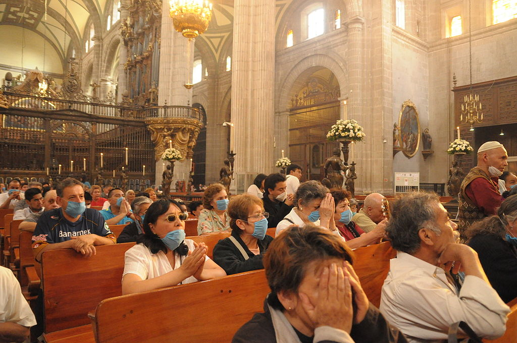 1024px-Mexican_Catholics_at_the_Metropolitan_Cathedral_Swine_Flu