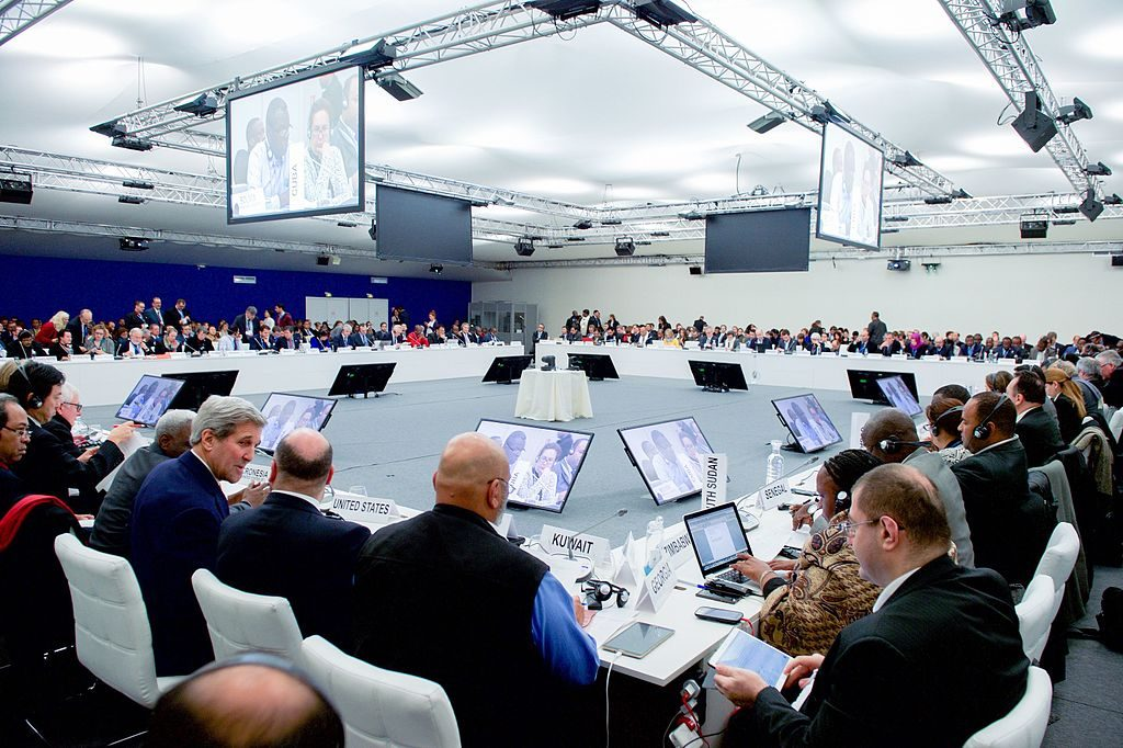 Secretary_Kerry_Joins_Plenary_Session_of_the_COP21_Climate_Change_Conference_23581886671-1024×682