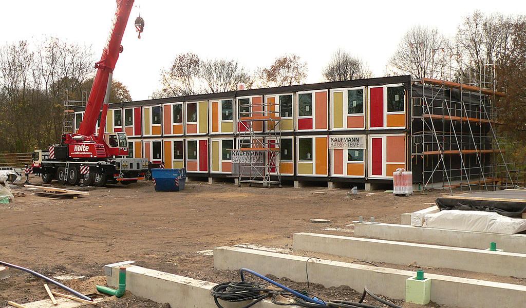 Containerbau_für_Flüchtlinge_in_Hannover_Linden-1024×600