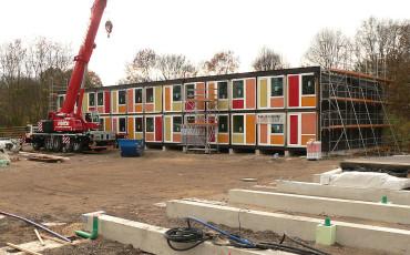 Containerbau_für_Flüchtlinge_in_Hannover_Linden-370×230