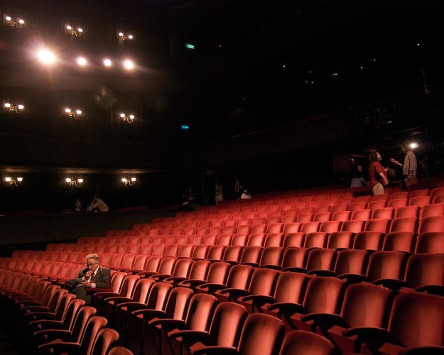 1024px-Richard_in_an_empty_theater-625×500