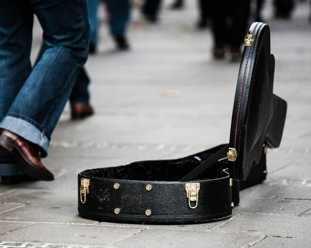 guitar-case-485112_1920-625×500