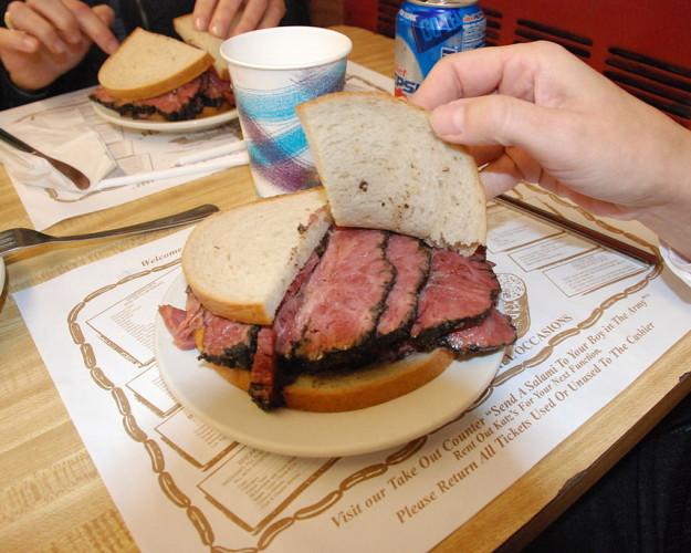 1024px-Pastrami-Sandwich-625×500