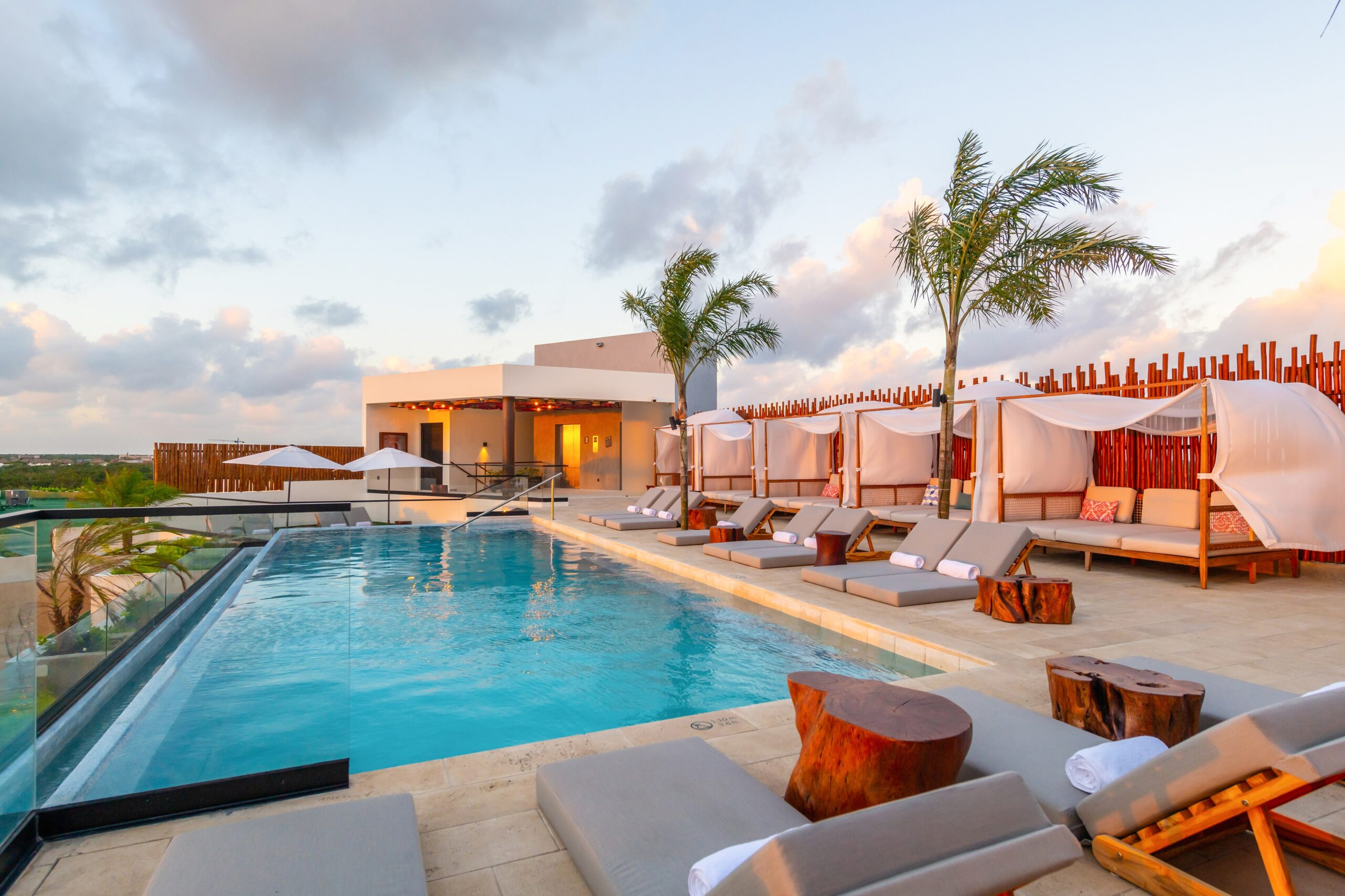 Atico Rooftop pool3.jpg