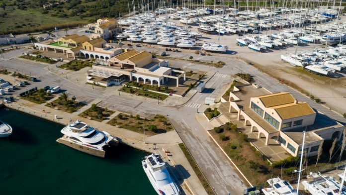 Ετοιμασίες-για-το-olympic-yacht-show-2021-(pics)