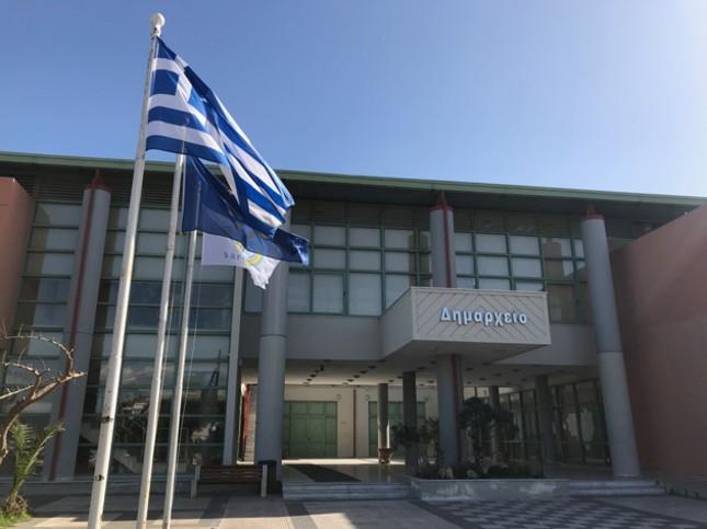 Ο-δήμος-Σαρωνικού-τοποθετεί-ράμπες-για-τη-διευκόλυνση-της-πρόσβασης-λουομένων-στη-θάλασσα