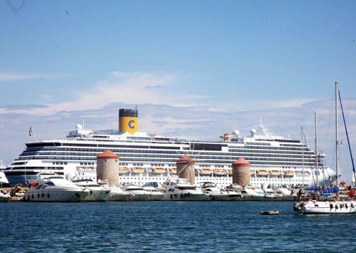 Κολοσσοί-της-κρουαζιέραςρίχνουν-άγκυρα-στα-ελληνικά-λιμάνια