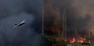 Φωτιά-στη-Βαρυμπόμπη- -Πυρπολύθηκε-η-κύρια-γραμμή-μεταφοράς-ηλεκτρικής-ενέργειας-προς-Αθήνα-Ποιες…