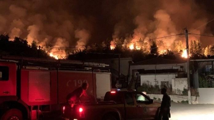 Πυρκαγιές:-Μαίνεται-ο-εφιάλτης-στα-χωριά-της-Εύβοιας-Εκκλήσεις-για-εναέρια-και-επίγεια-μέσα