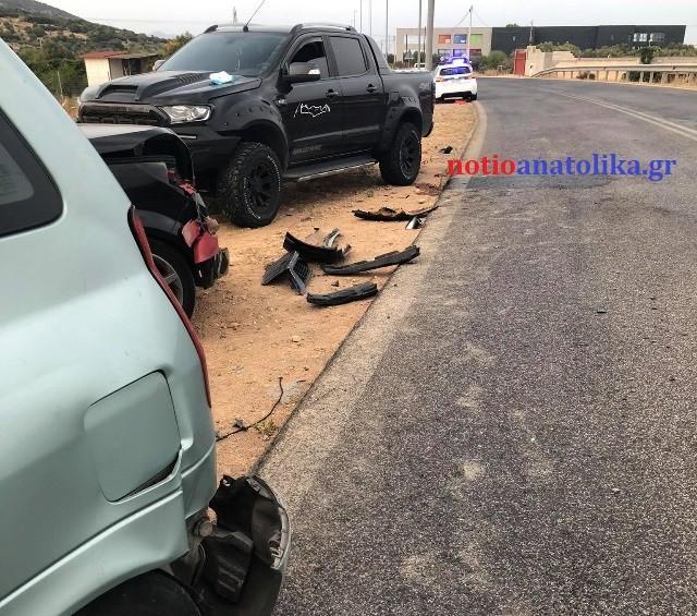 Καραμπόλα-4-αυτοκινήτων-στη-λεωφόρο-Θορικού-–-Τραυματίστηκε-παιδί-5,5-ετών-(Φωτός)