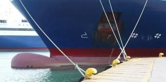 Μηχανική-βλάβη-παρουσίασε-το-πλοίο-aqua-star-Πλέει-προς-το-Λαύριο-με-375-επιβάτες