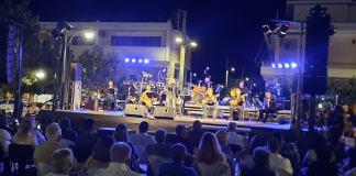 Δήμος-Λαυρεωτικής:-Συναυλία-της-Λαϊκής-Ορχήστρας-«Μίκης-Θεοδωράκης»-στην-Ανάβυσσο