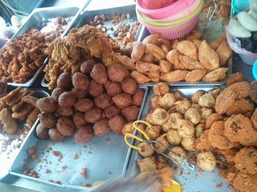Trying out street side snacks in Brickfields, Kuala Lumpur