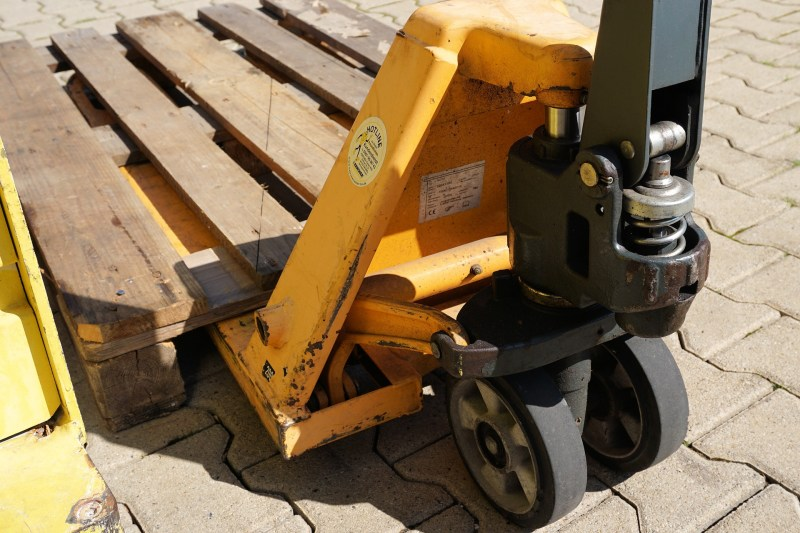 Operating a Hand Pallet Truck Safely