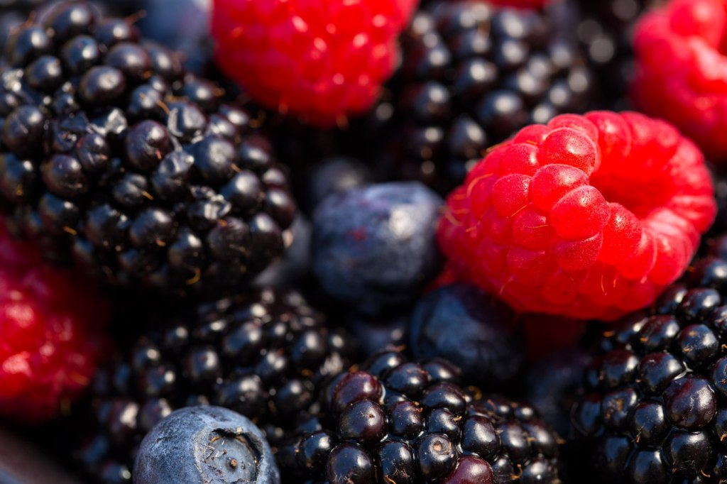 280_1mixed_berries