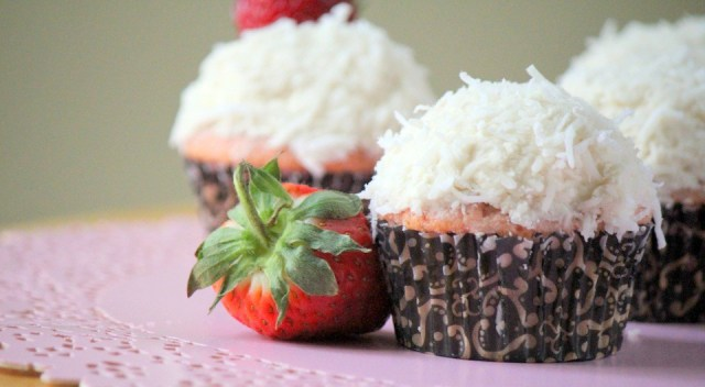 fresh-strawberry-cupcakes-with-vegan-coconut-frosting-3