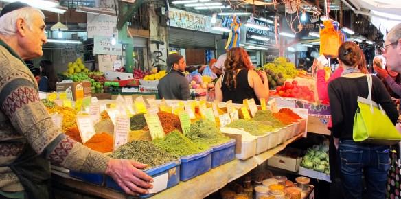 tel aviv market shoppers