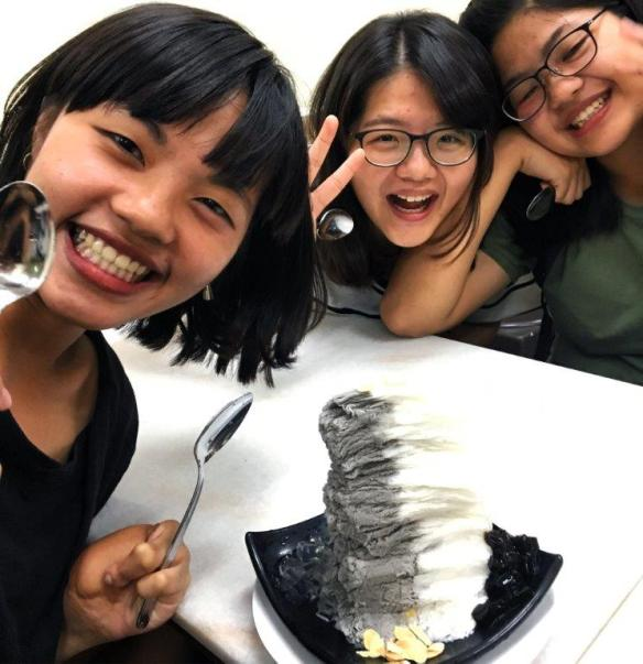 girls eating shaved ice in Singapore - the dining capital of Asia