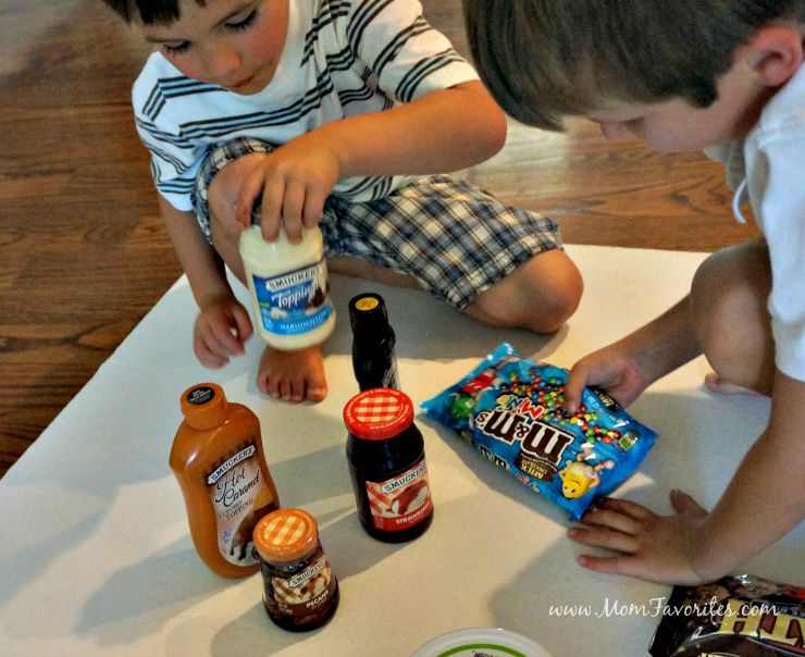 Summer isn't over yet!  Get inspired with Smucker's Toppings and host an Ice Cream Sundae Party Playdate that your kids will never forget!