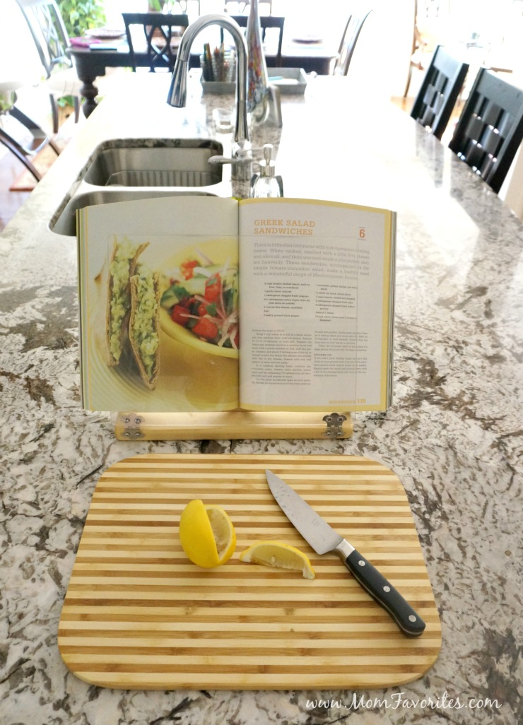 Ready for a dining room or kitchen makeover? Check out these budget friendly decor ideas for a instant room makeover!
