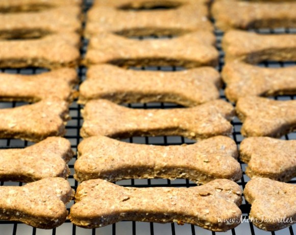 Tackle holiday messes in one fell swoop, then make these awesome homemade Dog Treats which make the perfect neighbors gift this Christmas!