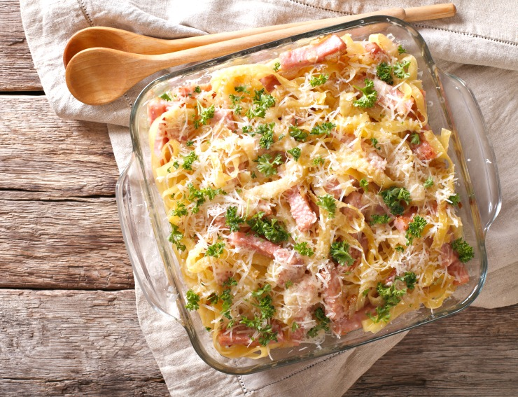 Make the most of your leftovers this holiday season with this easy Garlic Parmesan Pasta Bake with Ham. Turn your Spiral Ham centerpiece into a winning comfort food casserole the next day!