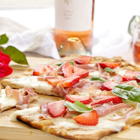 Grab your favorite Rosé to enjoy with ourProsciutto and Strawberry Grilled Flatbread. Served as an appetizer or light supper, our Prosciutto and Strawberry Grilled Flatbread is the perfect complement to your summer soirée.