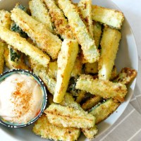Crispy Parmesan Zucchini Fries with Garlic Aioli