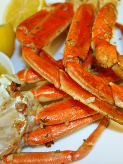 Perfectly Baked Crab Legs with Spicy Garlic Butter