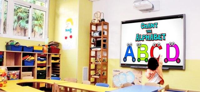 Una de las Pizarras Digitales Interactivas instaladas en el Centro de Educación Infantil Pati-Pati, en Almàssera