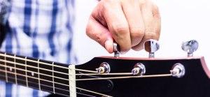 Cómo Afinar una Guitarra: Eléctrica, Acústica o Española