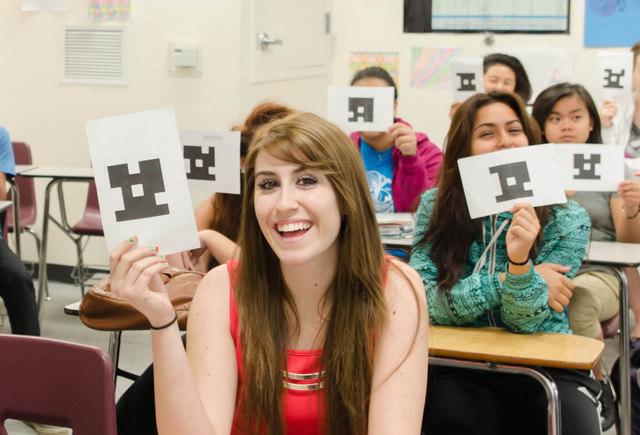 Dans Plickers, il suffit de scanner les QR Codes imprimés sur les feuilles de réponse des élèves pour récolter les résultats