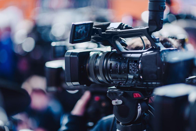 Apprendre à Filmer avec une caméra en manuel avec l'organisme de formation continue : Formations Vidéo et Montage by AbraCaméra, formation audiovisuelle près de Bordeaux, Gironde , Nouvelle-Aquitaine, France et en visio.