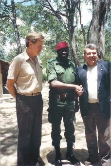Jonas Savimbi incontra deputati dell'Europarlamento nel 1989 (Wikimedia Commons)