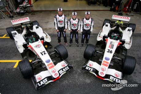 Jenson Button, Anthony Davidson and Rubens Barrichello with the Honda RA106s in 'Last Blast' livery