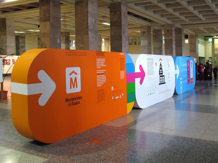 Identidad Montevideo. Explicación de la utilidad de una marca y presentación de la nueva imagen de la Intendencia a través de paneles ubicados en el propio edificio Municipal.