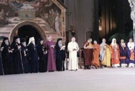 Reunión blasfema y sacrílega d Wojtyla katz con decenas de líderes anticristianos en Asís (1994).
