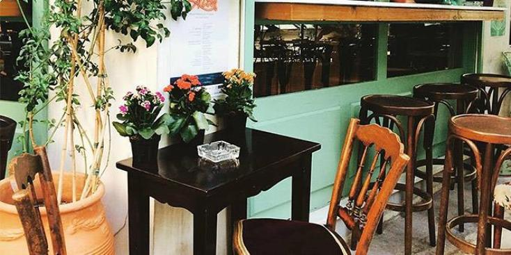 Καφές-γλυκό-κρασί με γαλλική φινέτσα στο κέντρο της Αθήνας