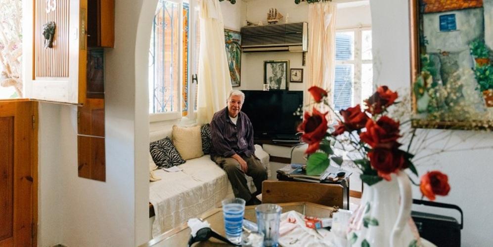 O πιο παλιός κάτοικος των Αναφιώτικων μιλάει για τη ζωή στην ομορφότερη γειτονιά της Αθήνας