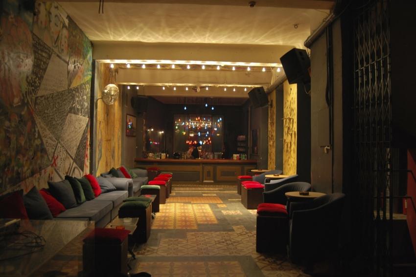 Έξι ιστορικά μπαρ της Αθήνας που πρέπει να πας