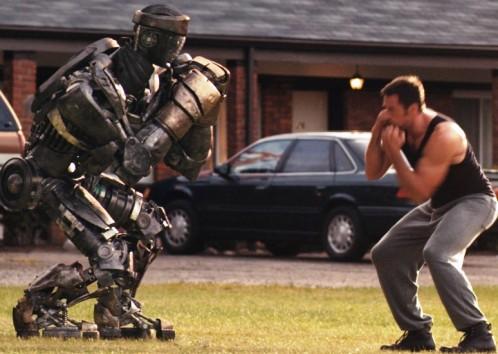 robot boxeando con hombre