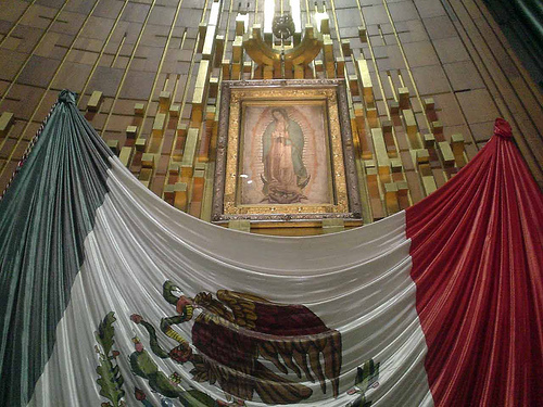 virgen-guadalupe y bandera de méxico