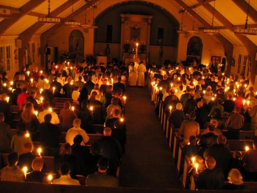 misa de pascua con velas fondo